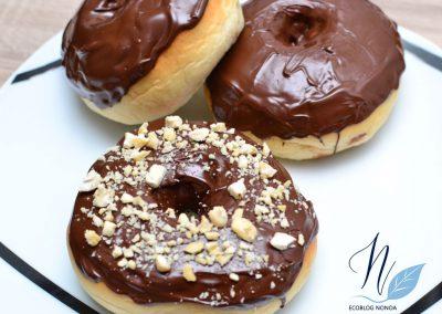 Donuts veganos caseros de chocolate al horno