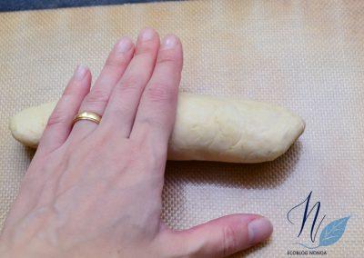 Pan de viena vegano - Pan de perrito caliente - Enrollamos y damos forma por todos los lados